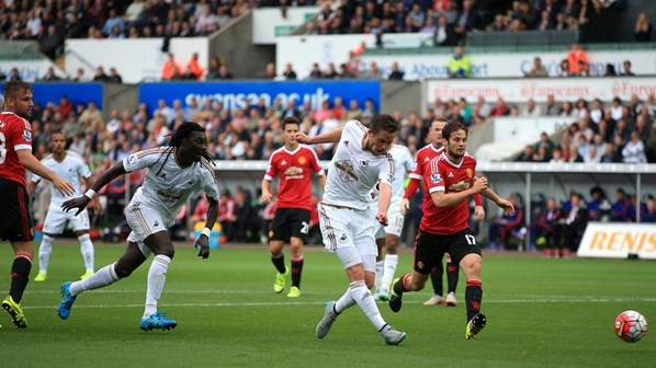 Swansea-vs-Man-Utd-Aug15.jpg